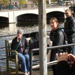 På studietur til Amsterdam. Mette ved Amstelfloden.