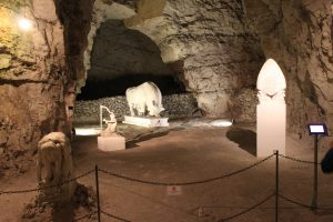 Thingbæk kalkmine, spændende skulpturer i den gamle mine.