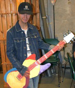 Kasper med guitar